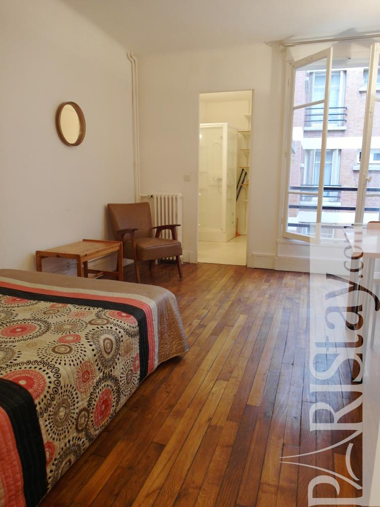 Paris location meubl e appartement type t1 studio moulin - Nid rouge lincroyable appartement paris ...