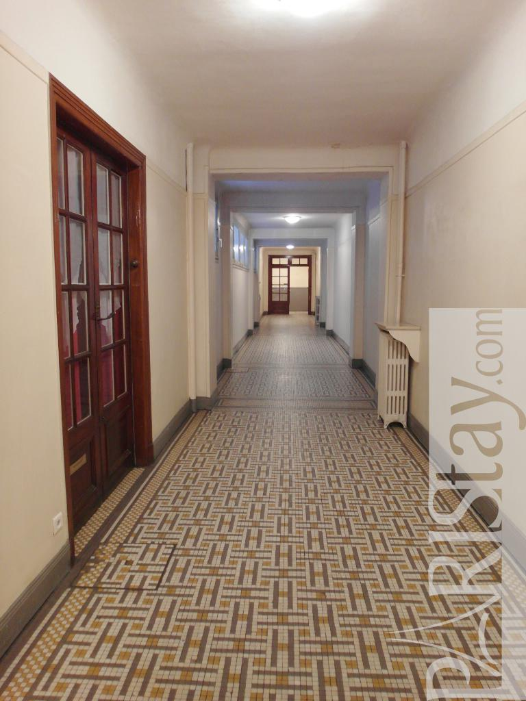 paris studio apartment for rent montmartre 75009 paris. Black Bedroom Furniture Sets. Home Design Ideas