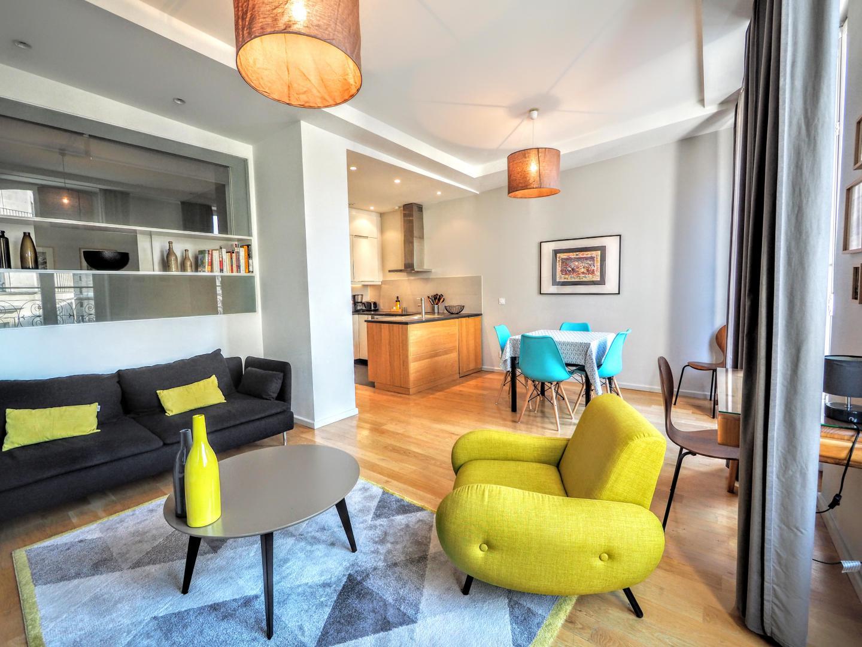 paris location meubl e appartement type t3 louvre designer suite. Black Bedroom Furniture Sets. Home Design Ideas