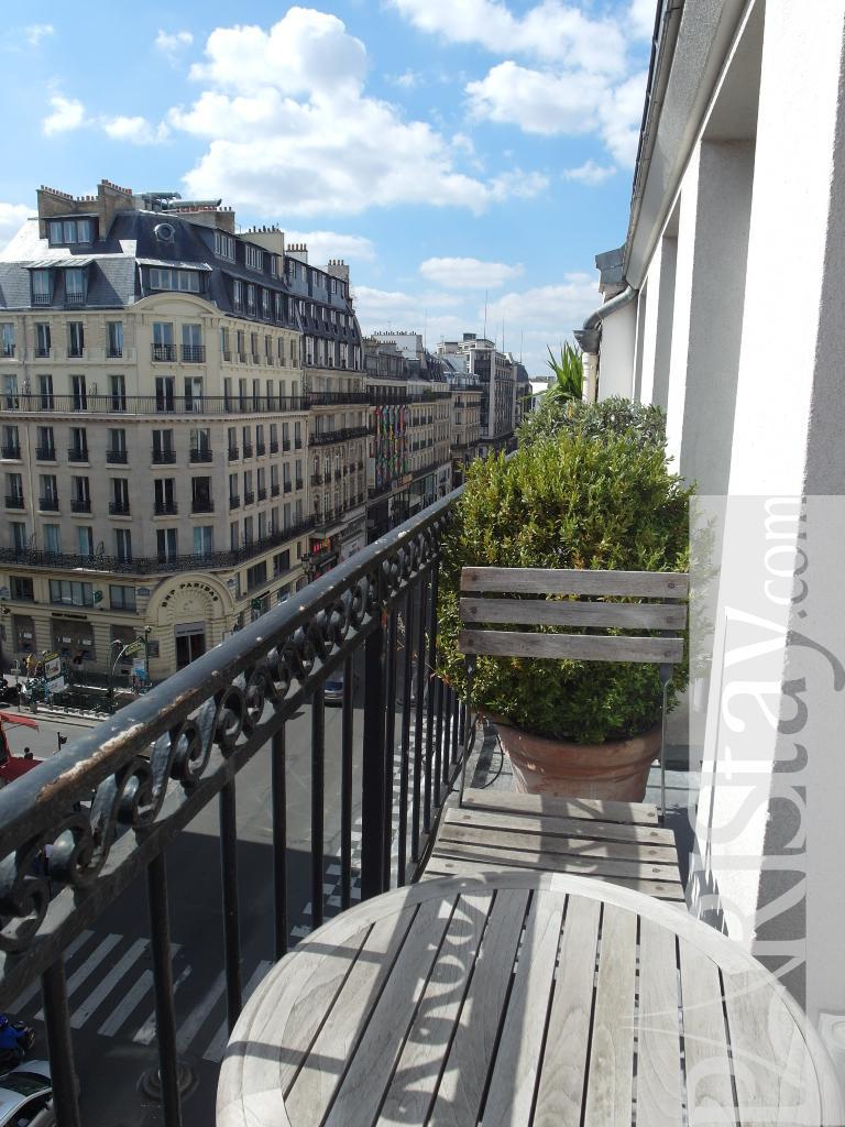 Paris luxury apartments for rent louvre louvre 75001 paris for Balcony louvres