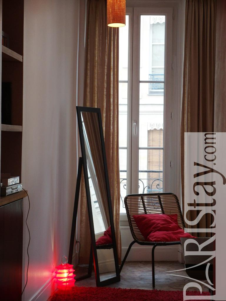 paris location meubl e appartement t1 studio ferronerie alcove studio. Black Bedroom Furniture Sets. Home Design Ideas