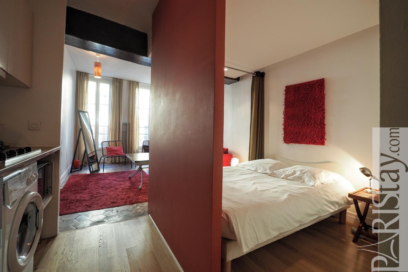 paris studio apartment for rental louvre louvre 75001 paris. Black Bedroom Furniture Sets. Home Design Ideas