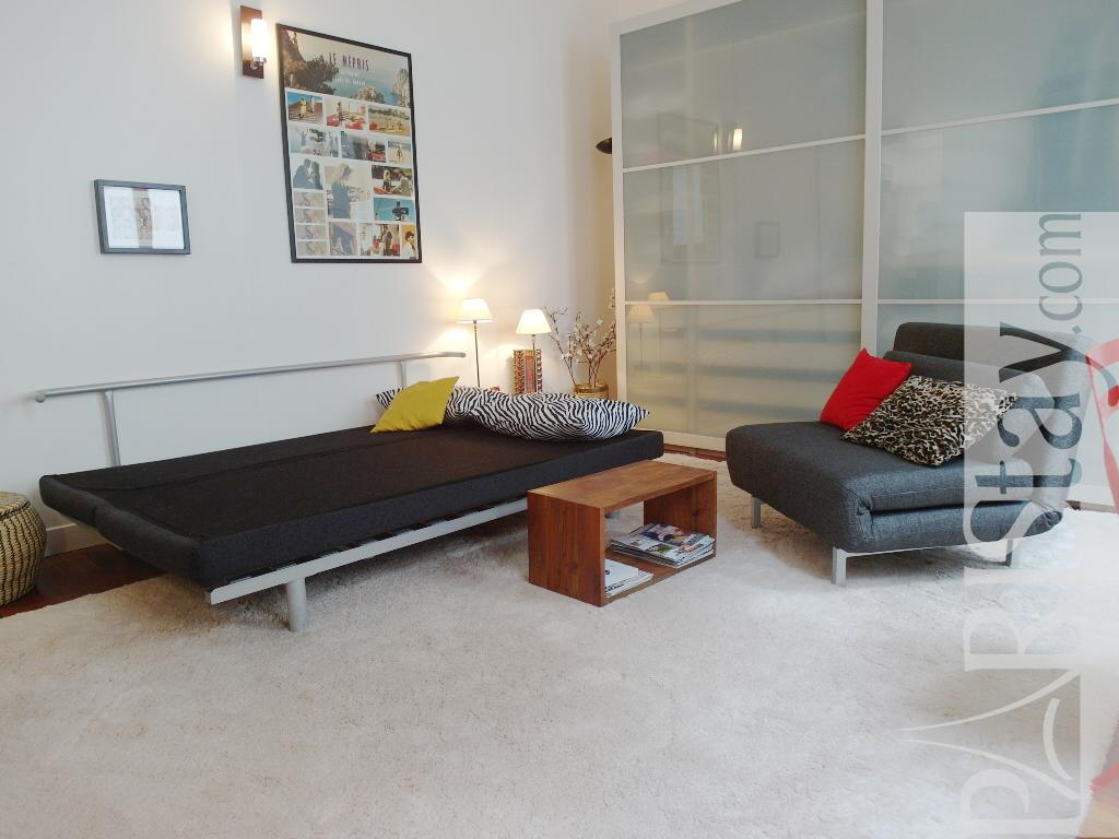 Paris studio short term rental voltaire 75011 paris for Chaise voltaire