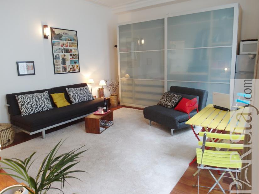 Paris studio short term rental voltaire 75011 paris for Chaise voltaire