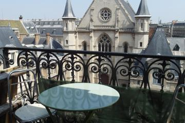 Apartment Paris Balcony on Arts et Metiers