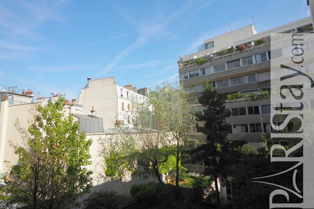 Paris location meubl e appartement type t2 vavin jardin du for Appartement paris jardin