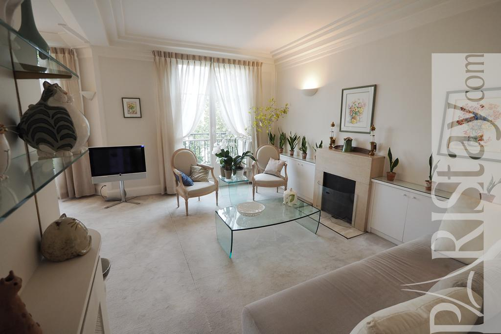 Salon Séparé Chambre Chic : Paris location meublée appartement type t montmartre chic
