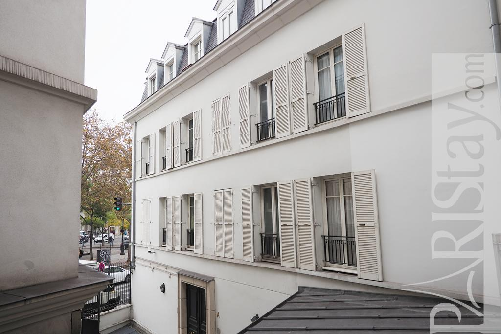 Paris location meubl e appartement type t1 studio bastille for Fenetre bastille