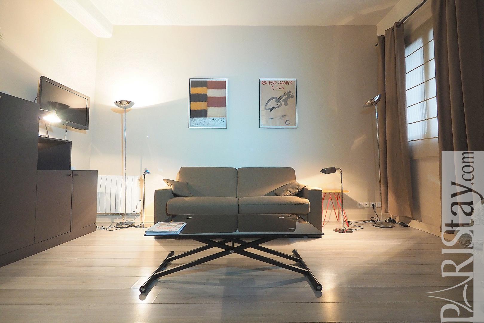 location appartement meubles paris montorgueil 75002 t1. Black Bedroom Furniture Sets. Home Design Ideas
