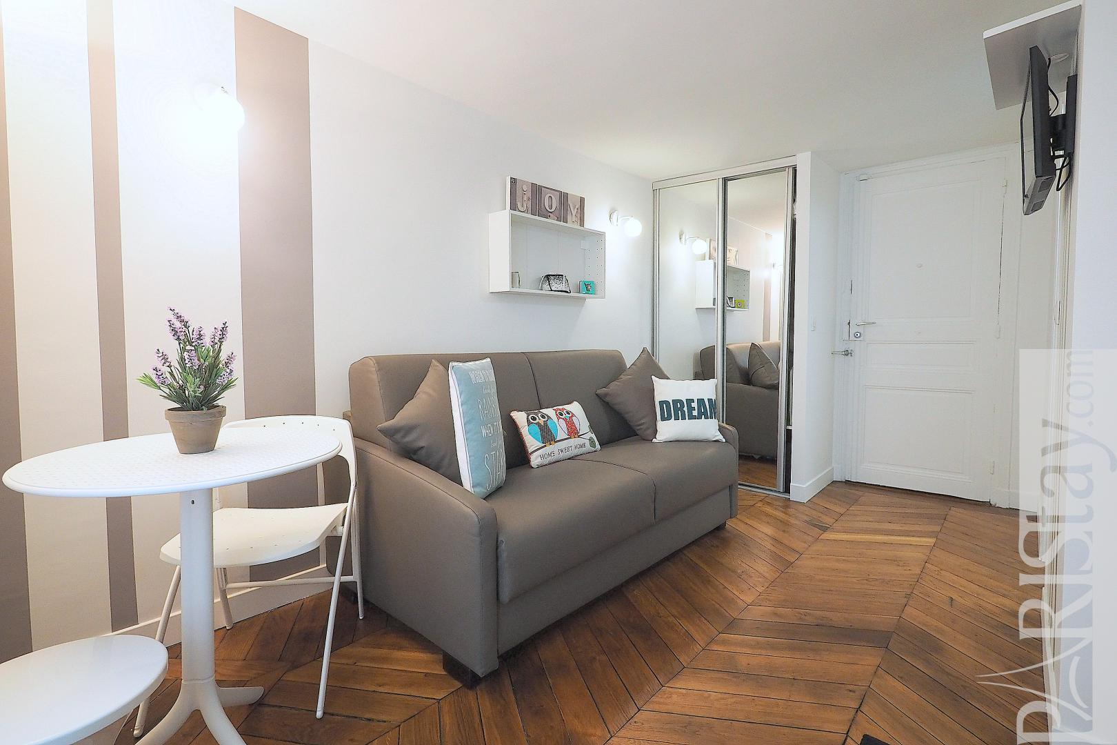 Apartment for rent in Paris furnished studio Louvre