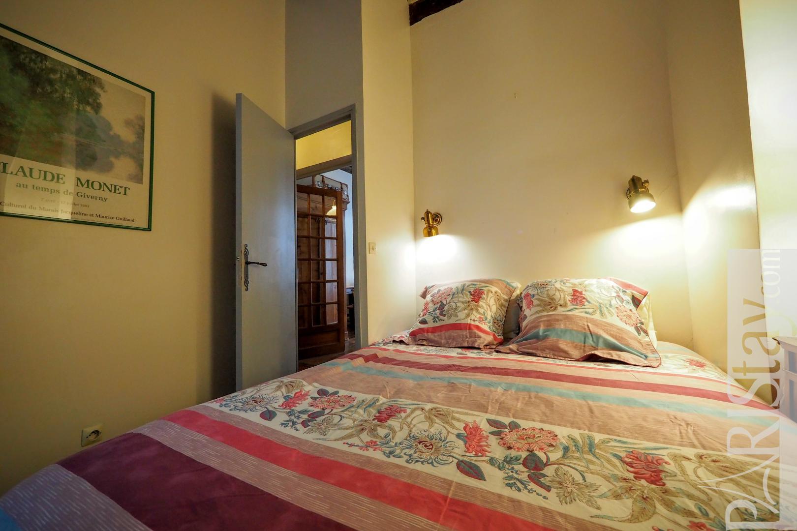 Location appartement paris t2 meuble le louvre palais royal for Chambre a coucher royale