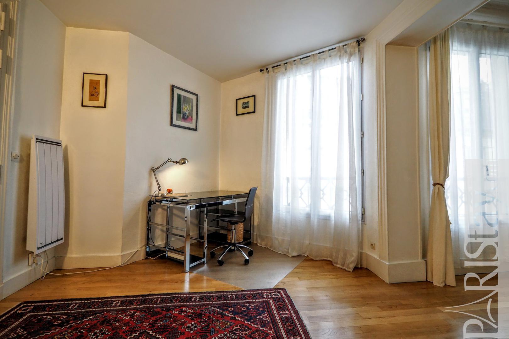location appartement paris t2 meuble grands magasins haussmann. Black Bedroom Furniture Sets. Home Design Ideas