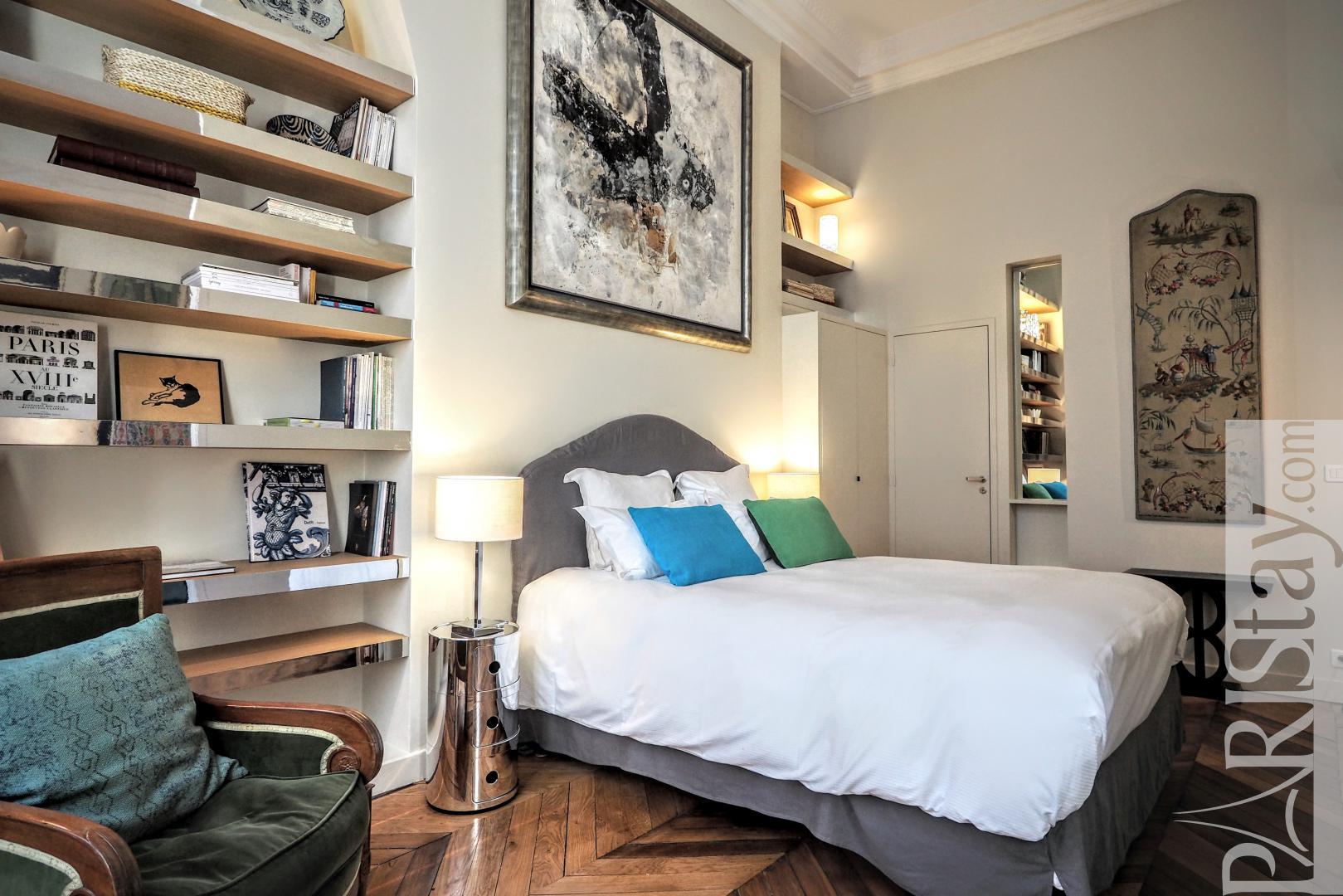 Apartment rentals paris france Louvre 2 bedroom vacation ...