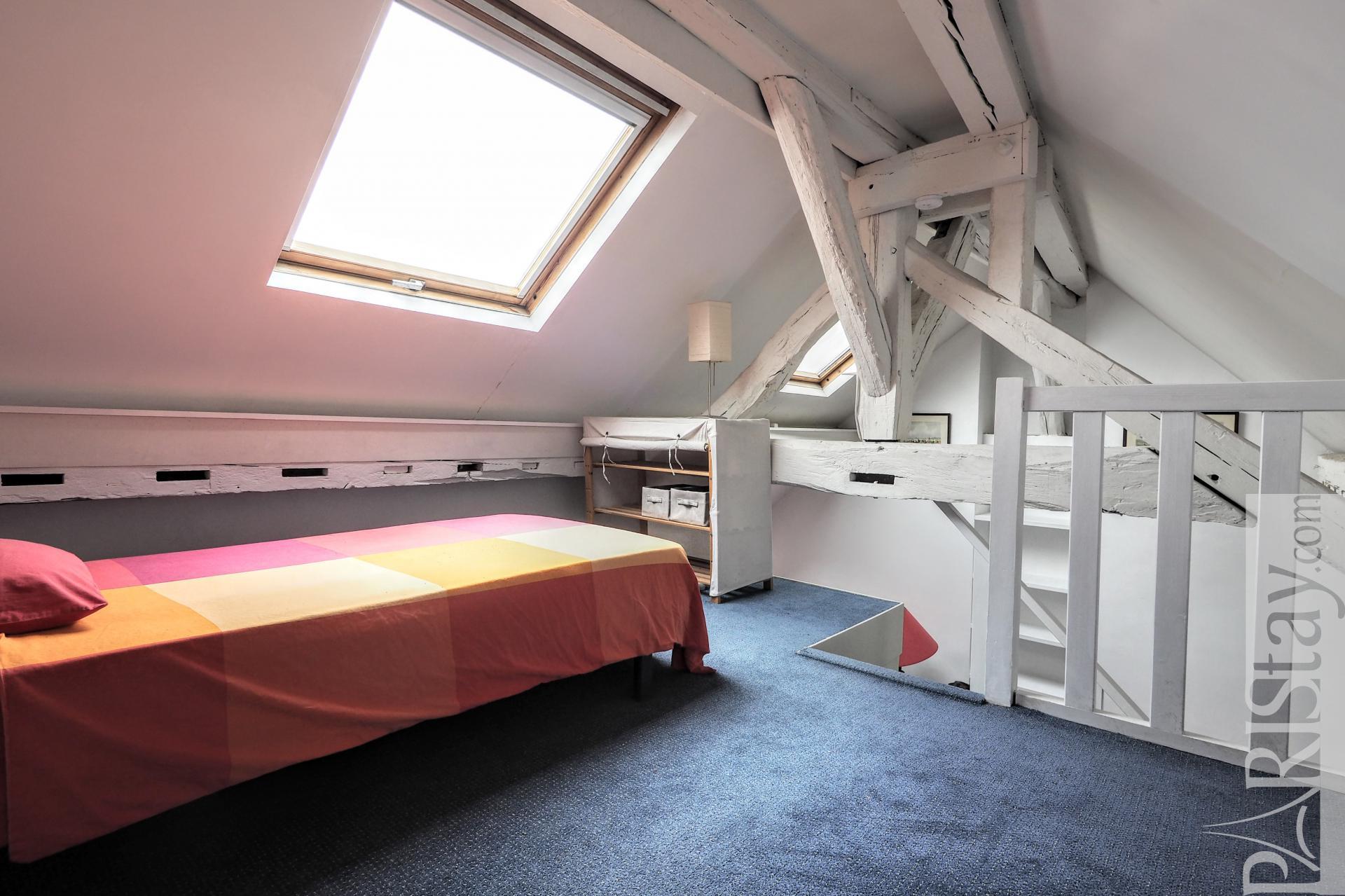 Chambre a coucher germain lariviere for Location de meuble paris