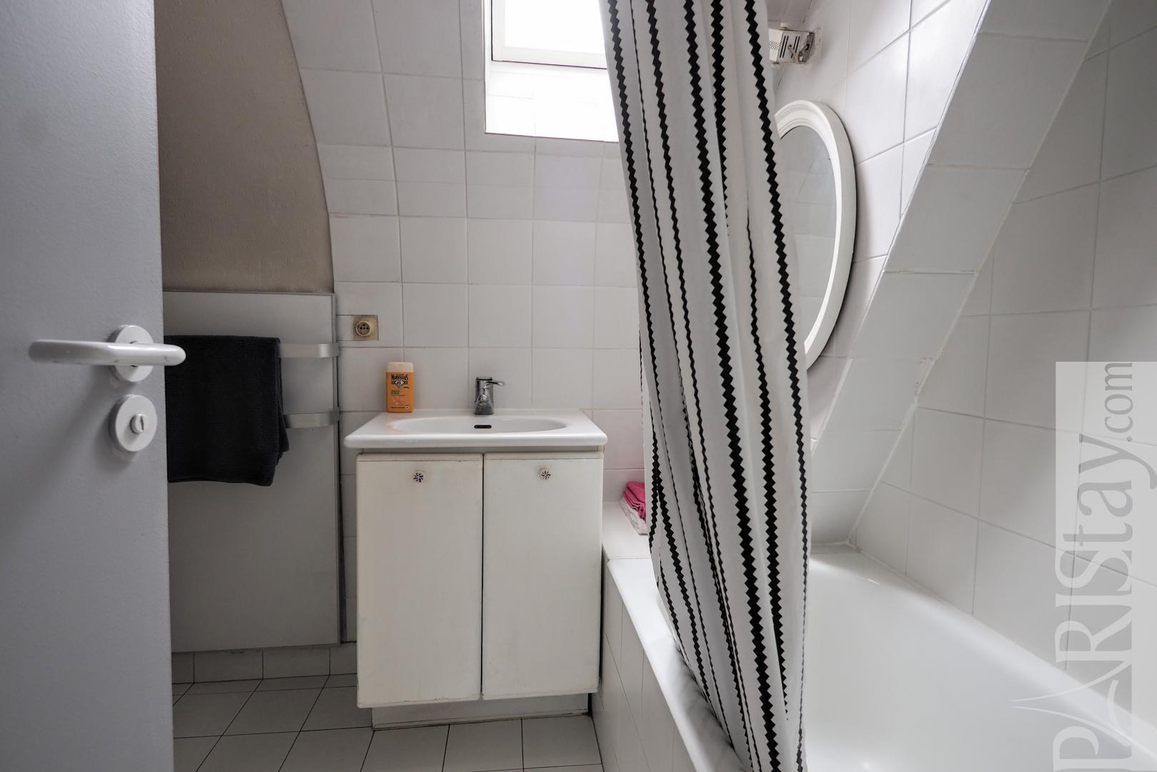 location appartement paris saint germain des pres t3 meuble. Black Bedroom Furniture Sets. Home Design Ideas