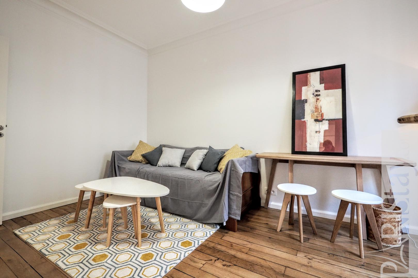 Paris apartment for rent furnished studio Montmartre Caulaincourt