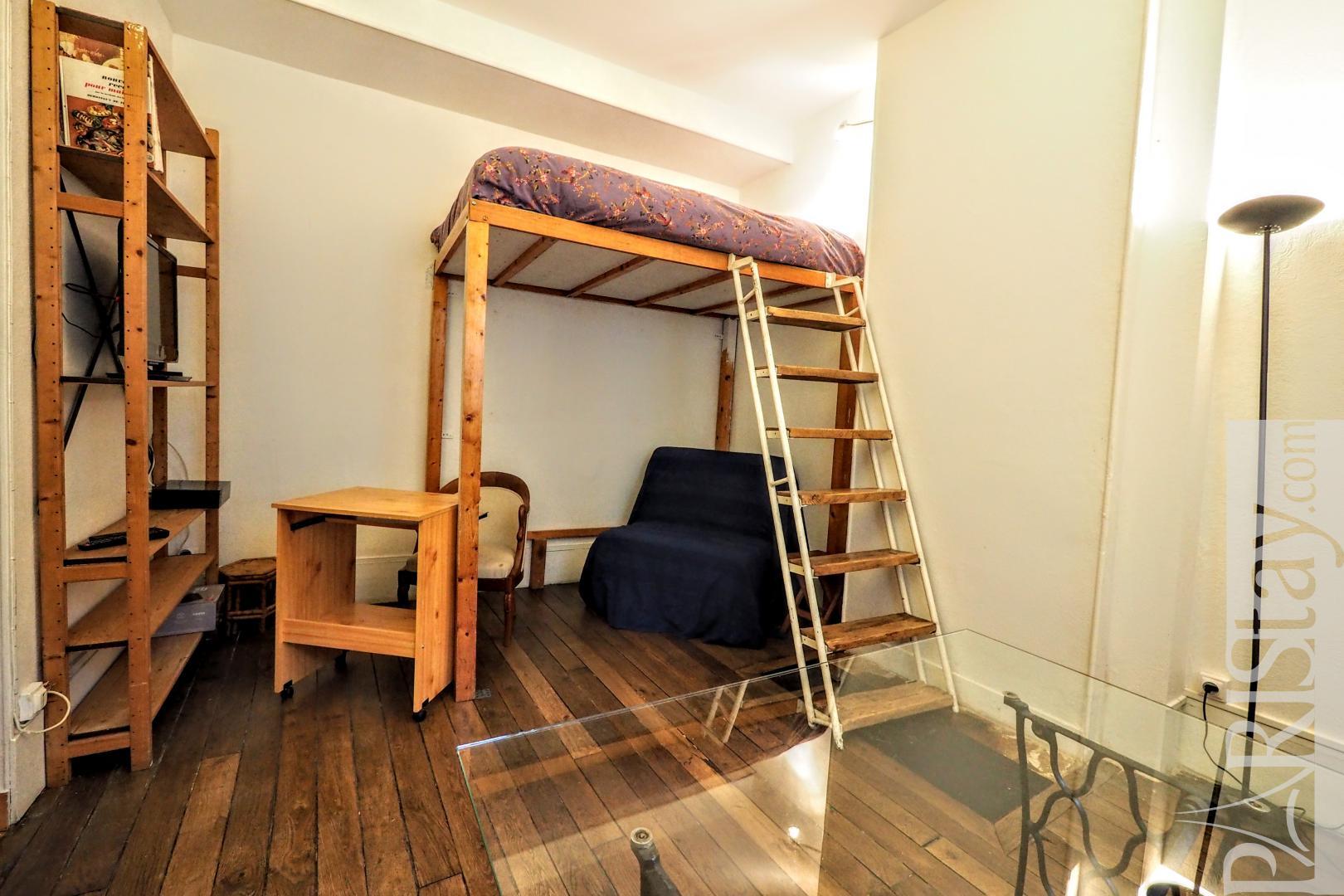 studio meubl paris le marais place des vosges. Black Bedroom Furniture Sets. Home Design Ideas