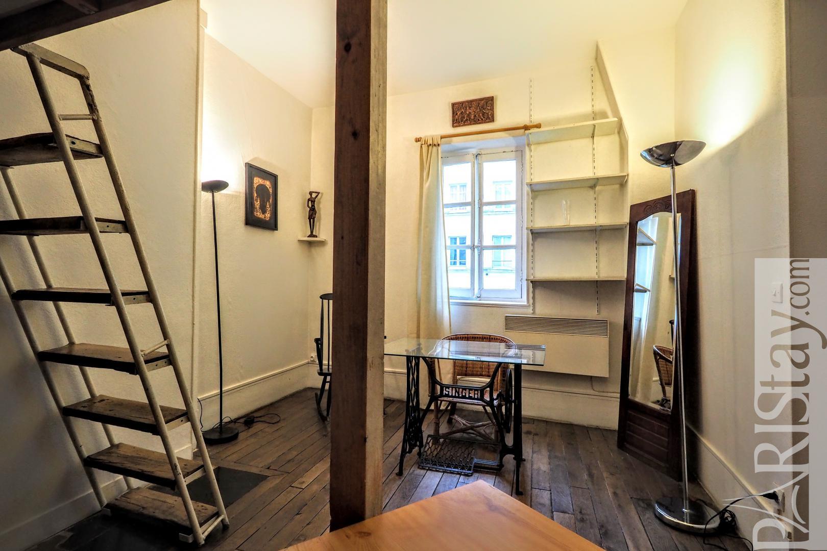 rentals in paris france furnished studio le marais place. Black Bedroom Furniture Sets. Home Design Ideas