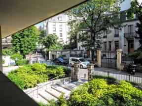 Apartments rental Paris near Avenue Foch metro station line RERC
