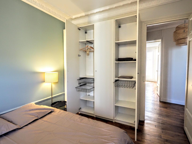 Rent a flat in Paris 2 bedroom apartment rental Exhibition ...