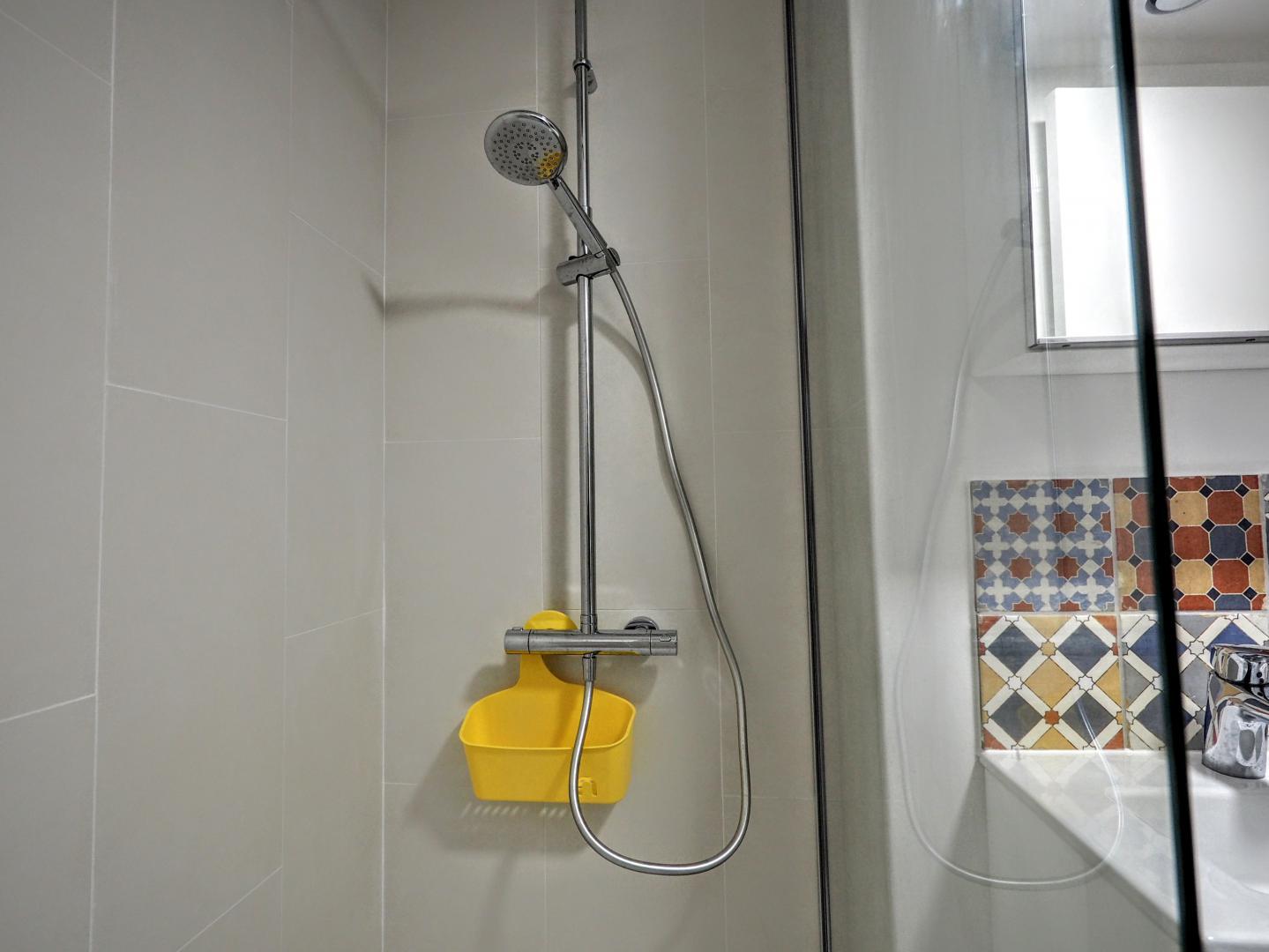 29 Rue De La Ferronnerie paris apartment rental louvre studio