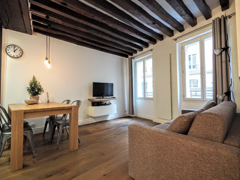 appartements meubl s paris t2 le louvre place des victoires. Black Bedroom Furniture Sets. Home Design Ideas