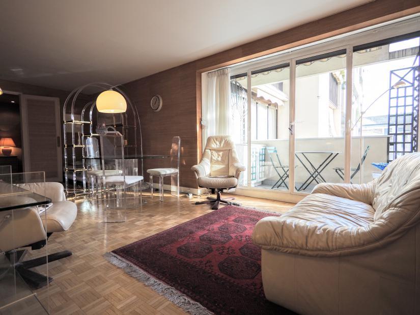 1067 Housing In Paris