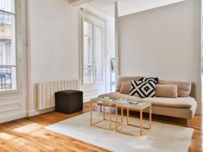 Breteuil spacious studio