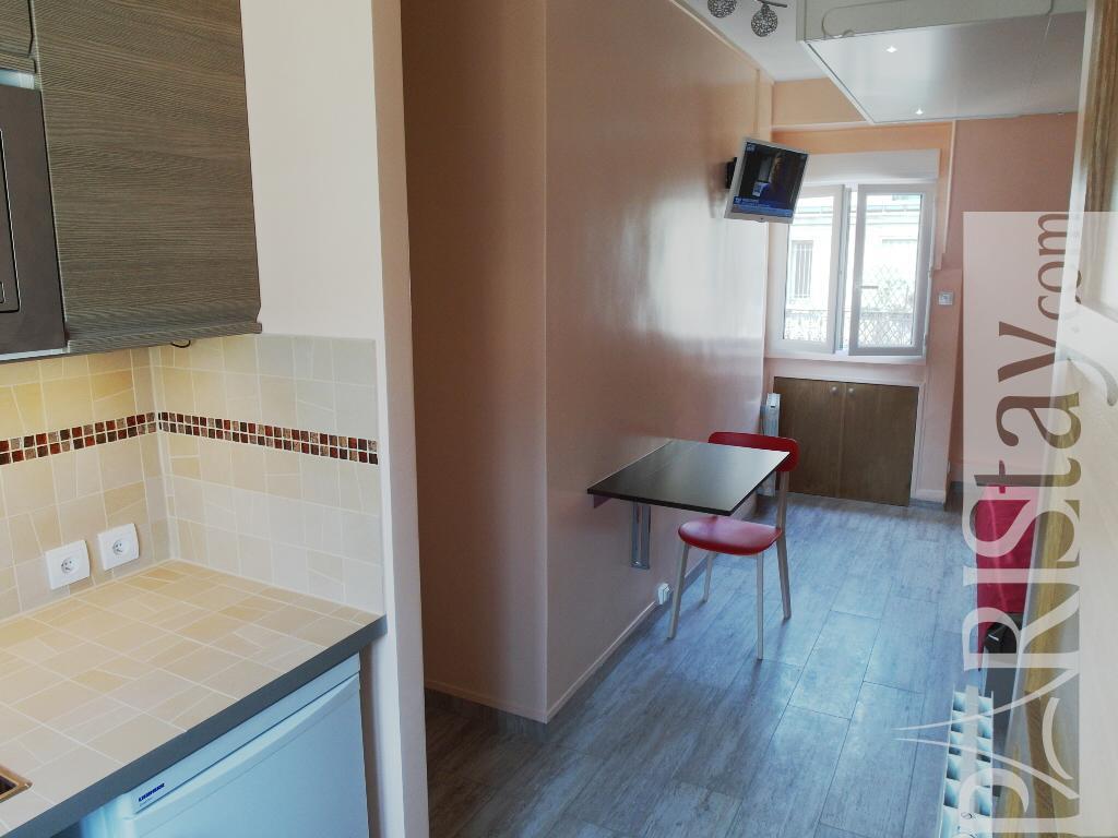 paris location meubl e appartement type t1 etudiant studio pergolese. Black Bedroom Furniture Sets. Home Design Ideas