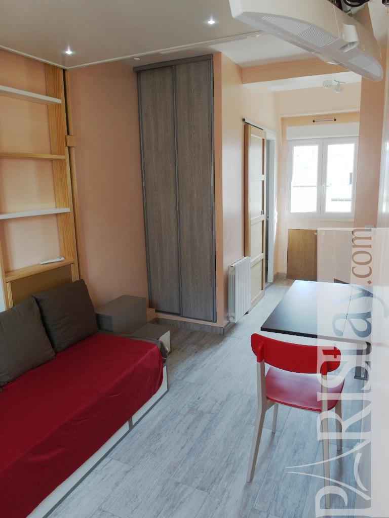 Student Living Room Decor: Student Apartment For Rent In Paris France Arc De Triomphe