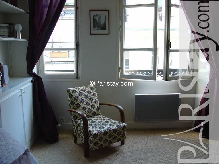 paris location meubl e appartement type t1 studio ile saint louis studio. Black Bedroom Furniture Sets. Home Design Ideas