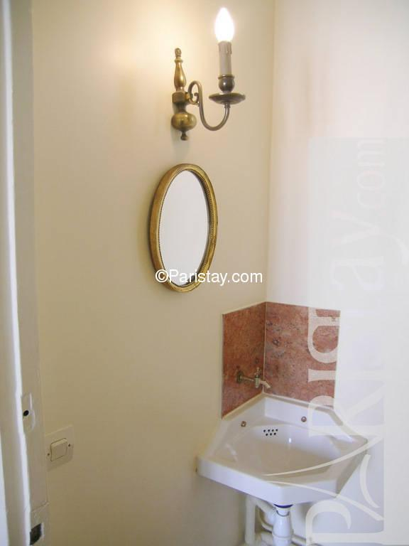 paris location meubl e appartement type t2 juge. Black Bedroom Furniture Sets. Home Design Ideas