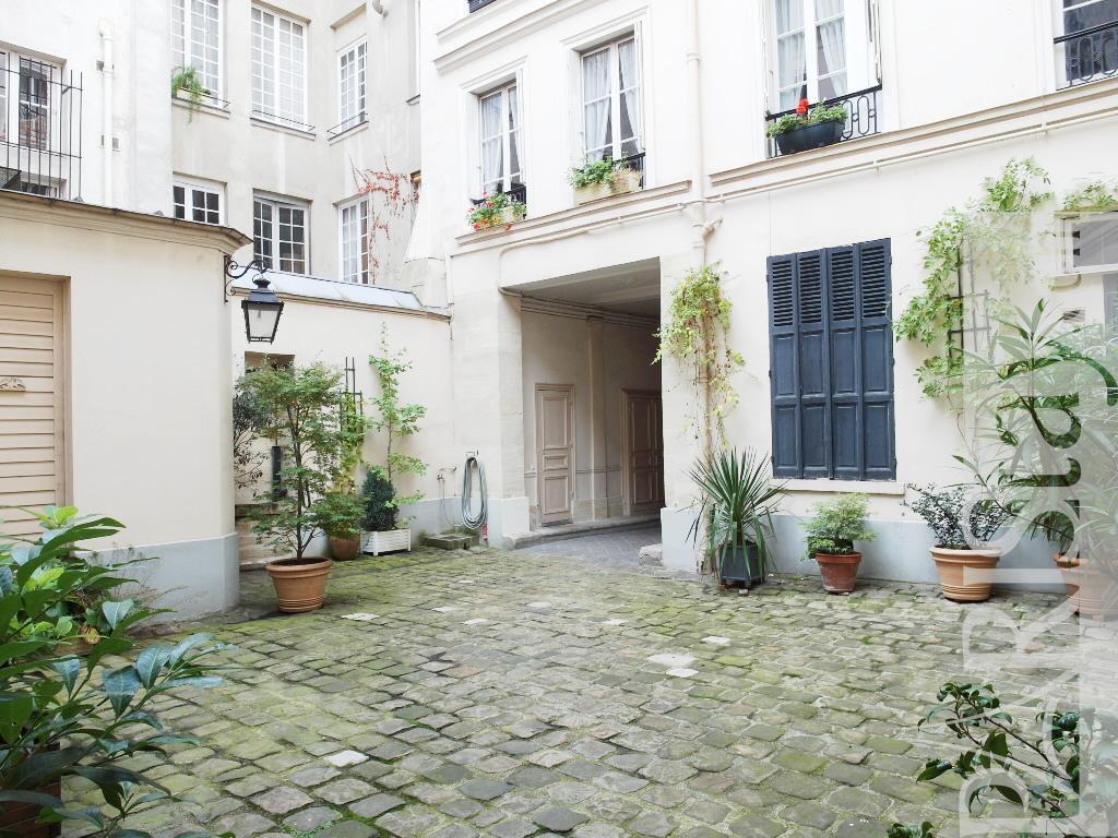 Paris Location Meubl E Appartement Type T2 Ile St Louis Loft