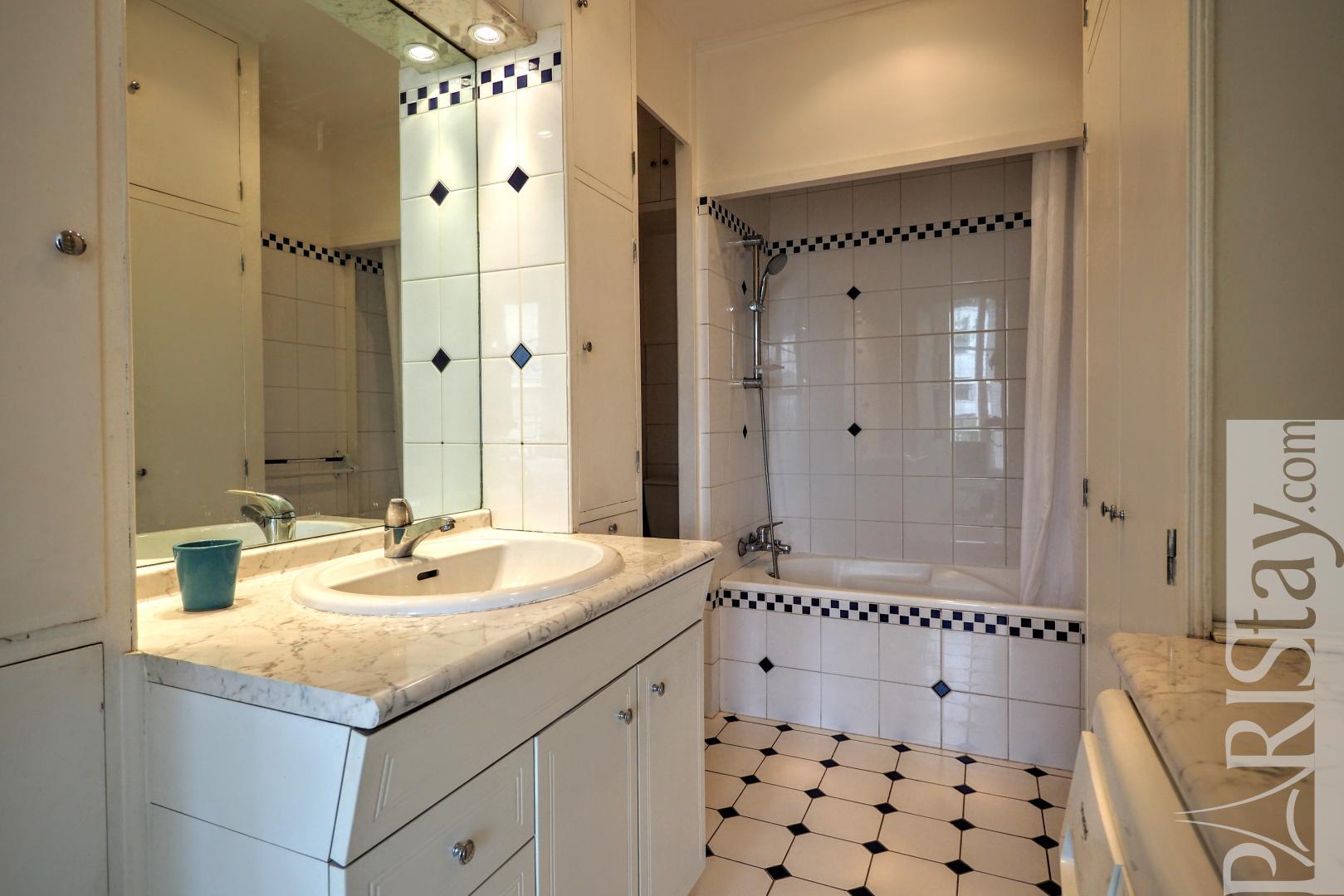 paris location meubl e appartement type t2 varenne. Black Bedroom Furniture Sets. Home Design Ideas