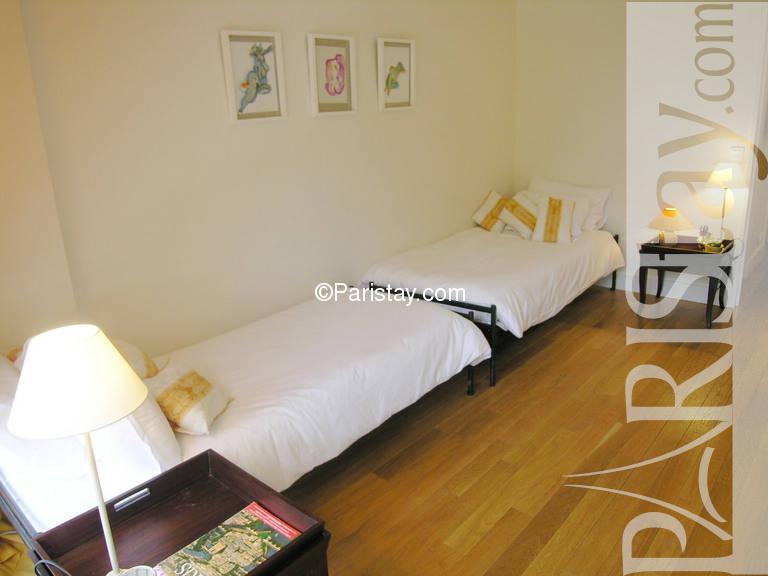 paris location meubl e appartement type t1 studio cortambert. Black Bedroom Furniture Sets. Home Design Ideas