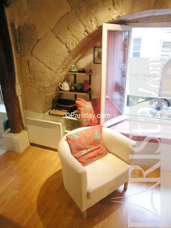 rentals paris louvre palais royal 75001 paris. Black Bedroom Furniture Sets. Home Design Ideas