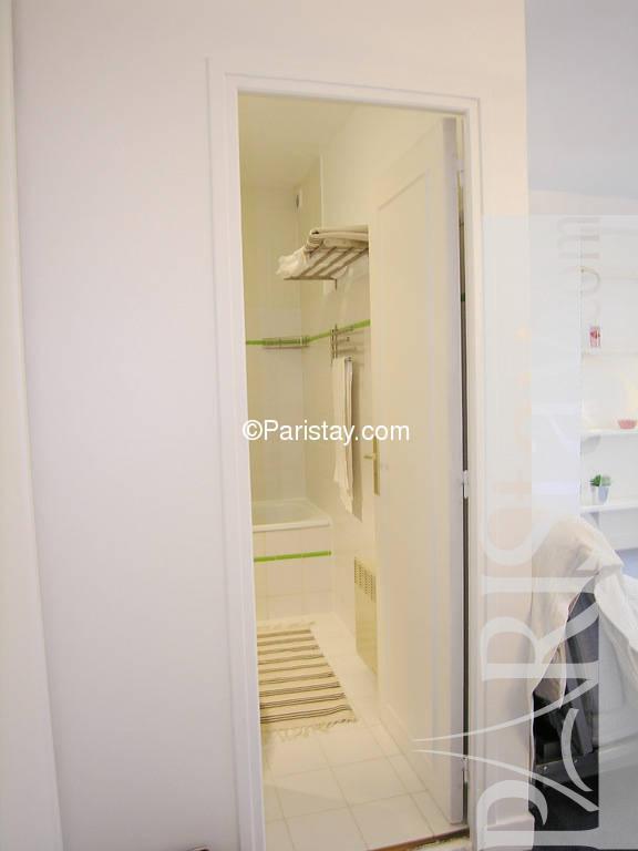 paris location meubl e appartement type t1 studio burnouf. Black Bedroom Furniture Sets. Home Design Ideas