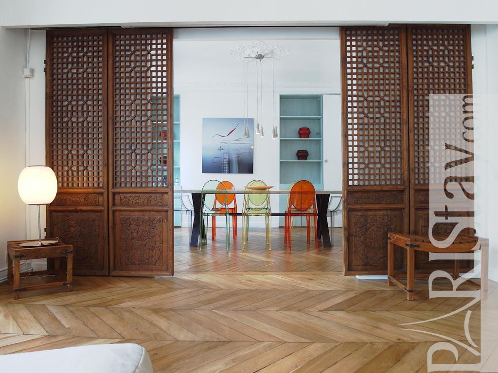 Paris location meubl e appartement type t4 marais rosiers 3br for Salle a manger 1920